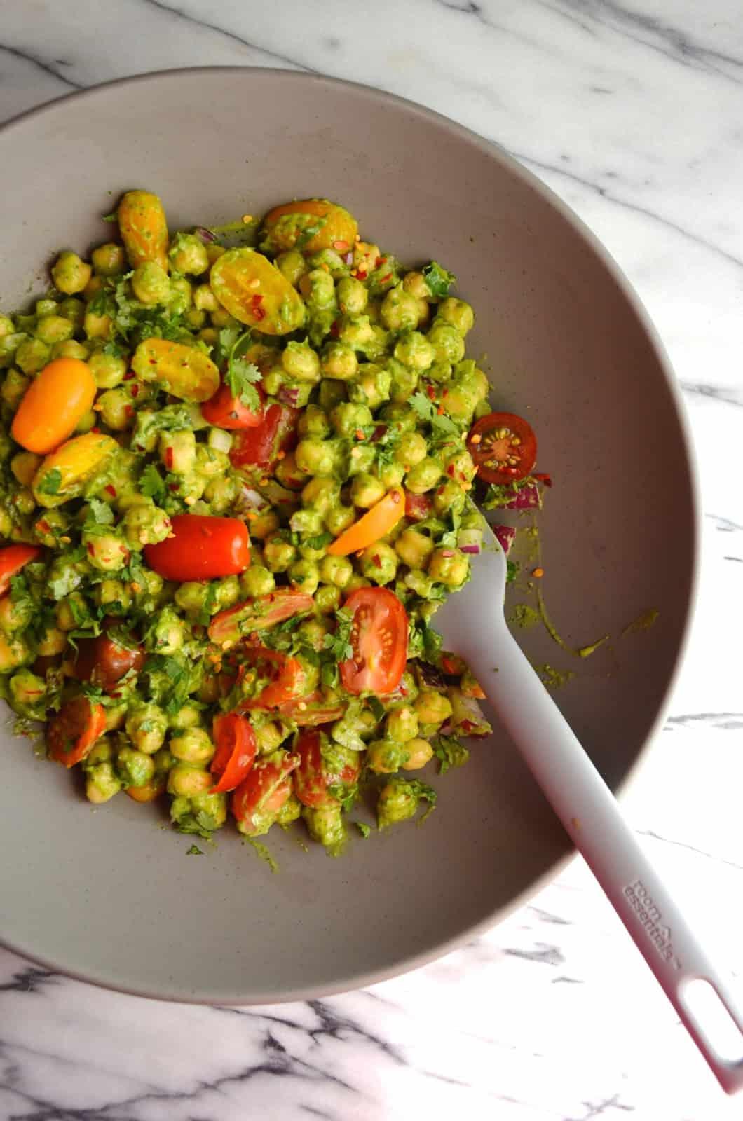 Guacamole chickpea salad