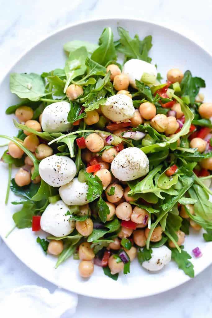 Mozzarella and arugula chickpea salad
