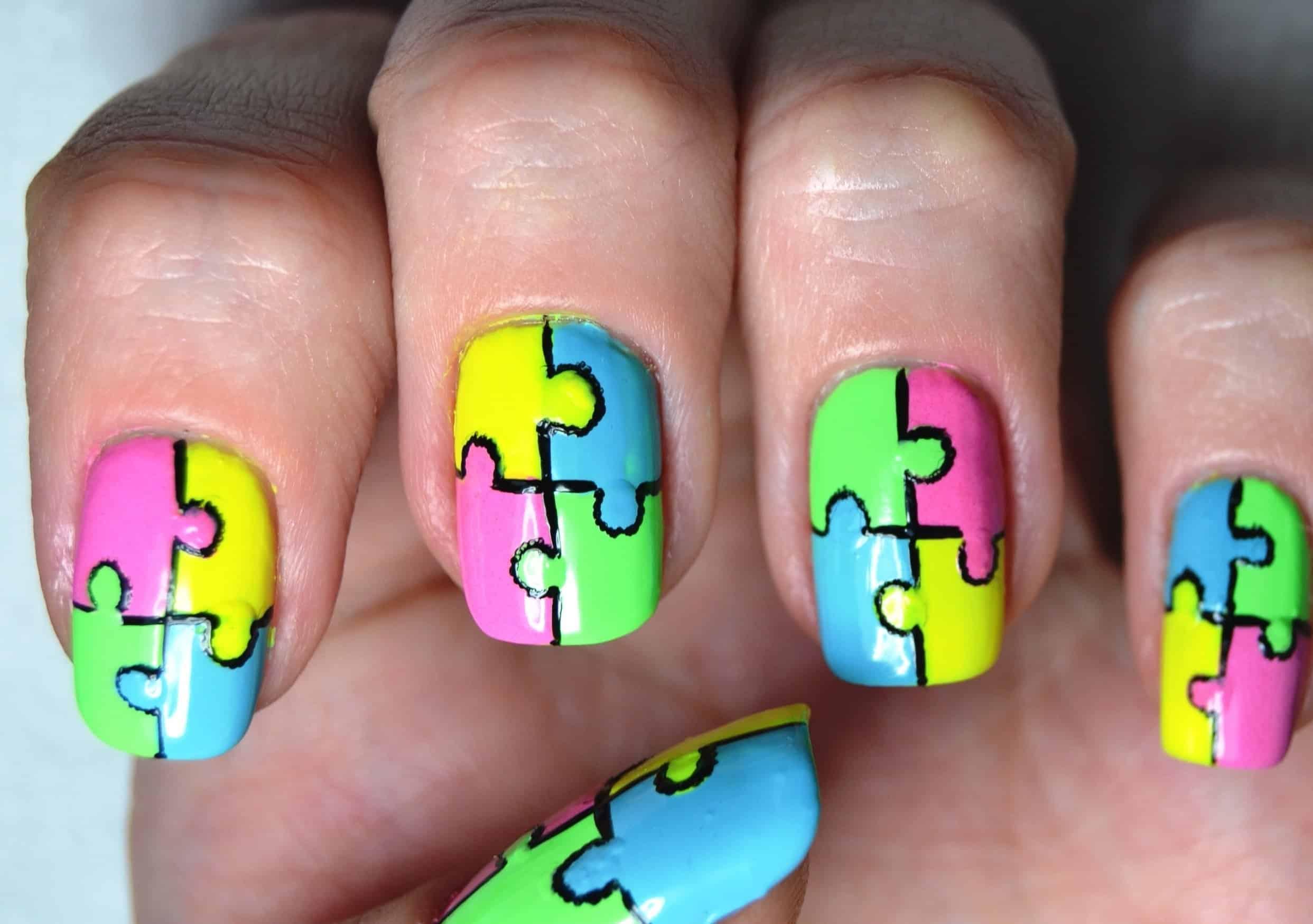 Puzzle neon nails