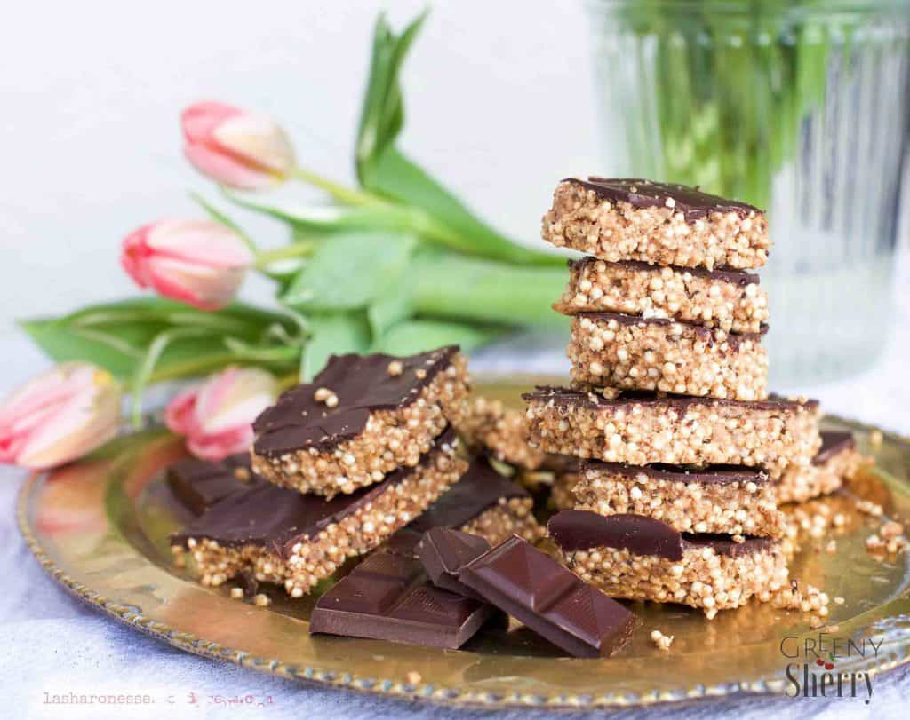 Quinoa and chocolate energy bars