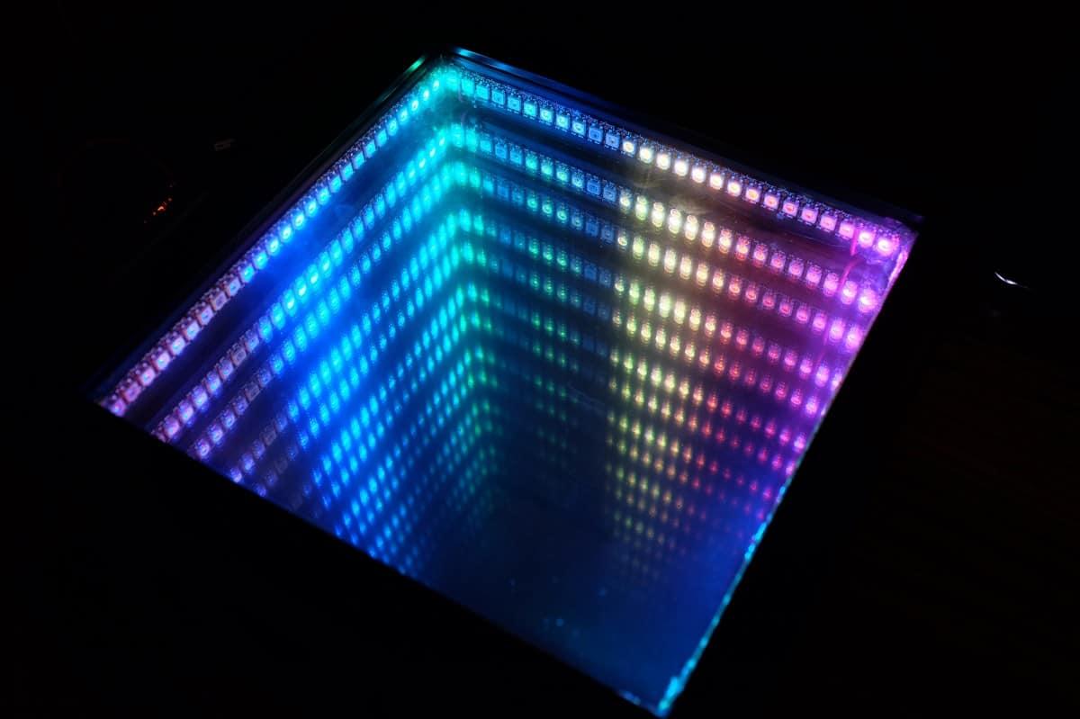 Rainbow infinity mirror
