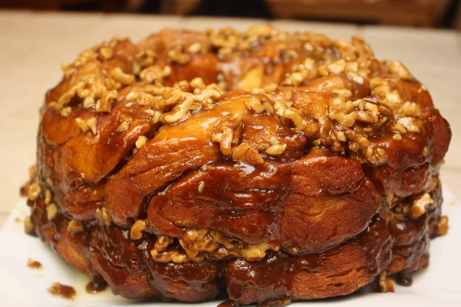 Caramel nut pull-apart bread