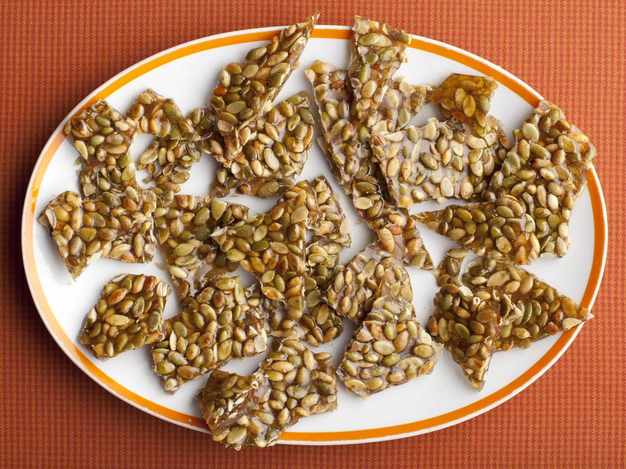 Cinnamon and cayenne papper pumpkin seed brittle