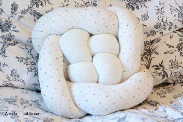 Cozy knot pillows