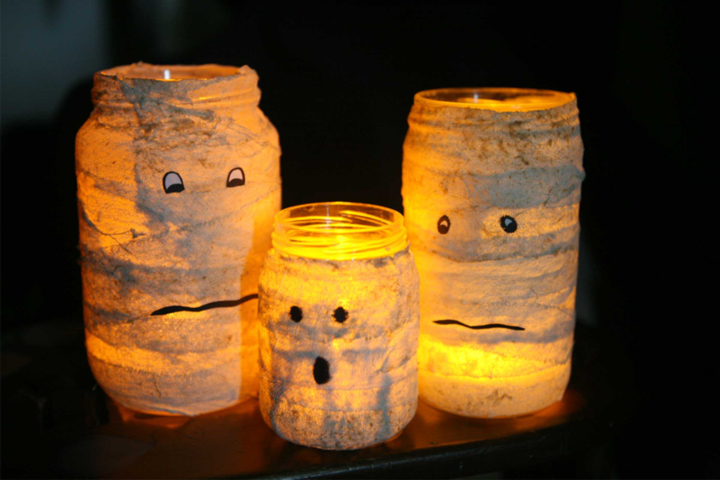 Easy mummy candle jars