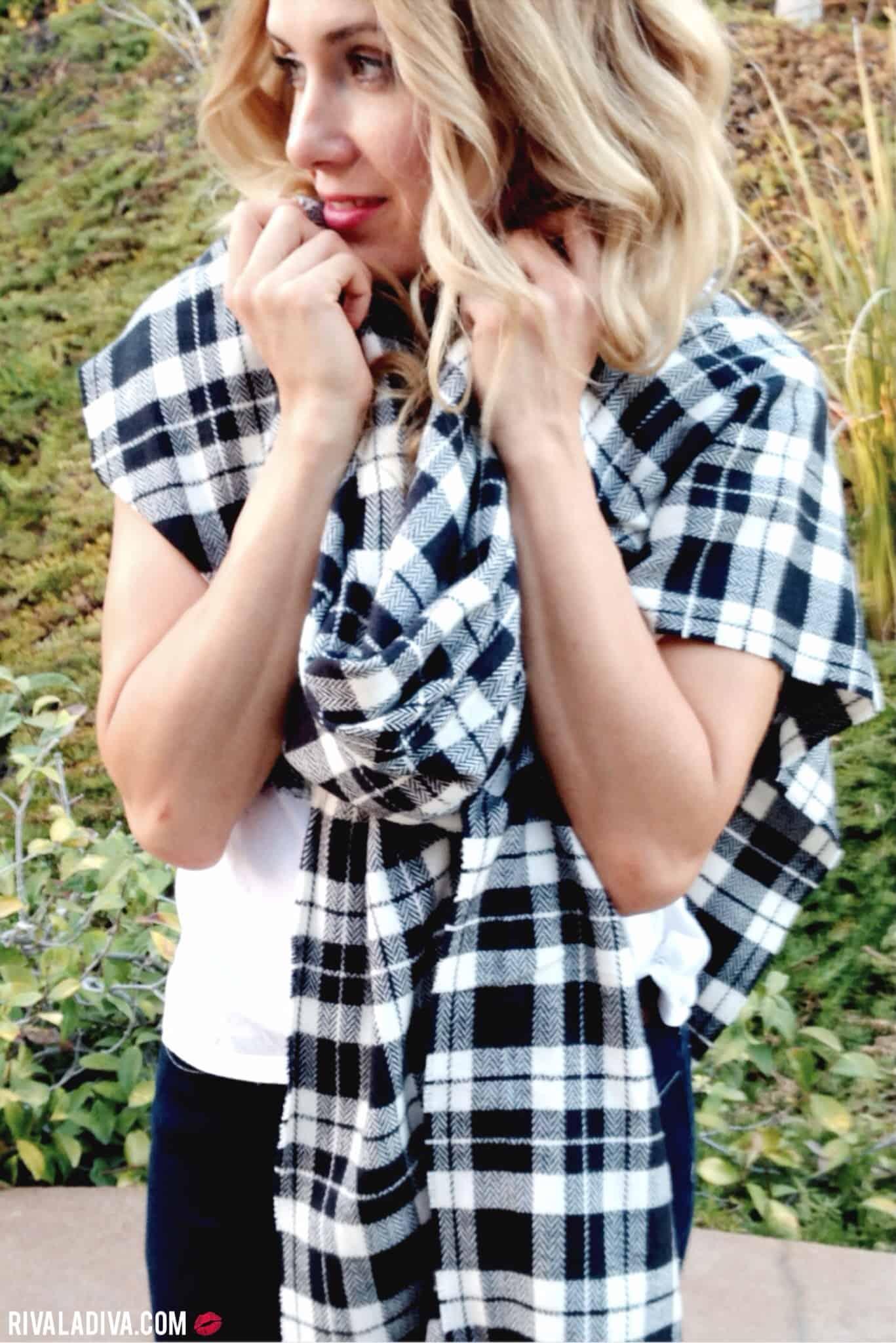 Monochrome blanket scarf