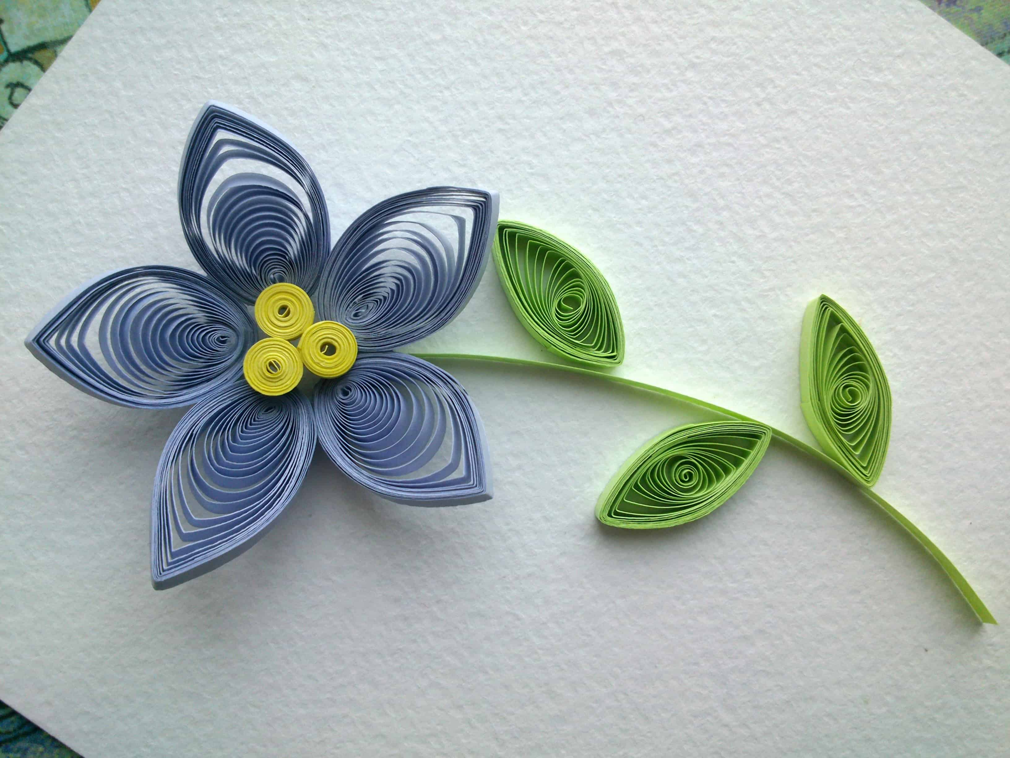Trendy and brilliant 15 floral paper quilling projects 3 pointed petal flower with a triple centre mightylinksfo