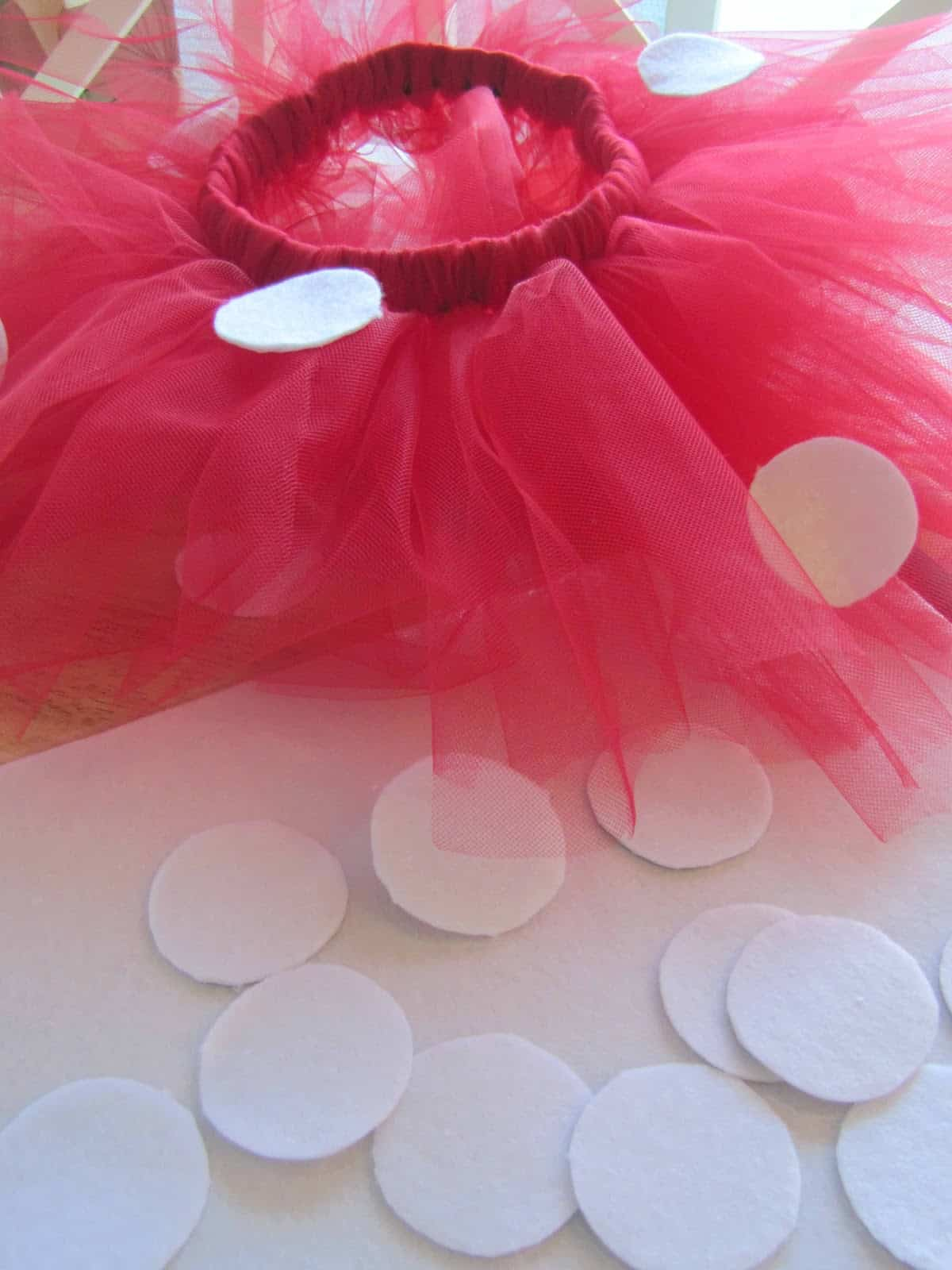 Simply adorable 15 easy to craft diy tutu designs 14 polka dotted minnie mouse tutu solutioingenieria Images