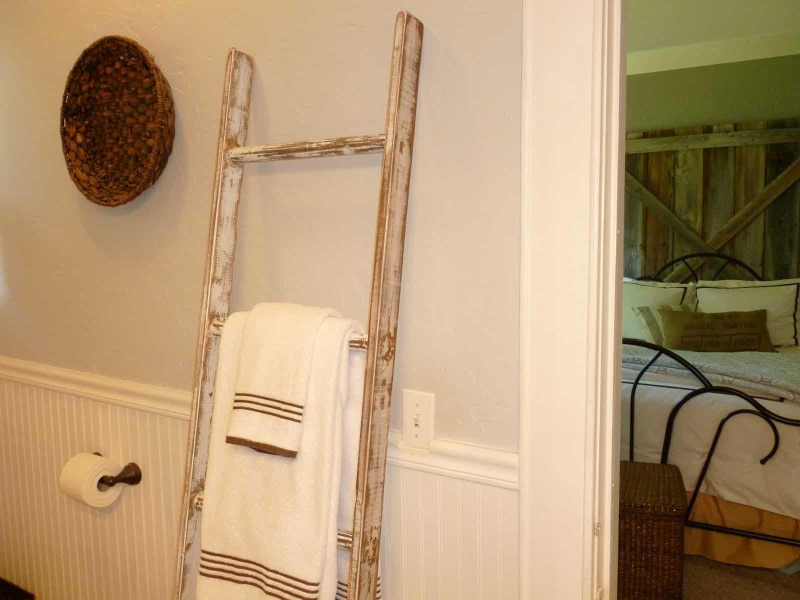 Shabby chic blanket ladder