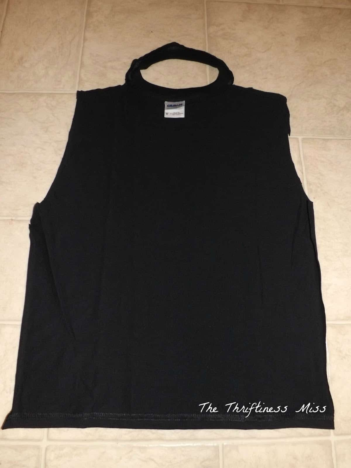 T-shirt neck and back cape
