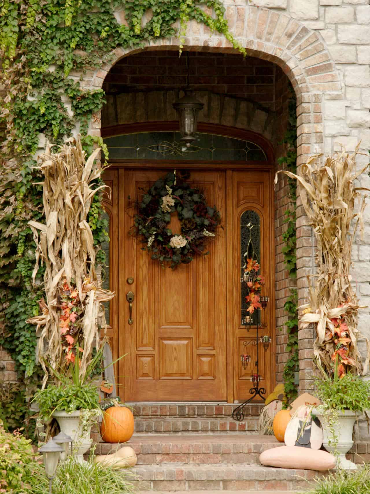 Tall dried corn stalks 15 Yard Decoration Ideas for Fall