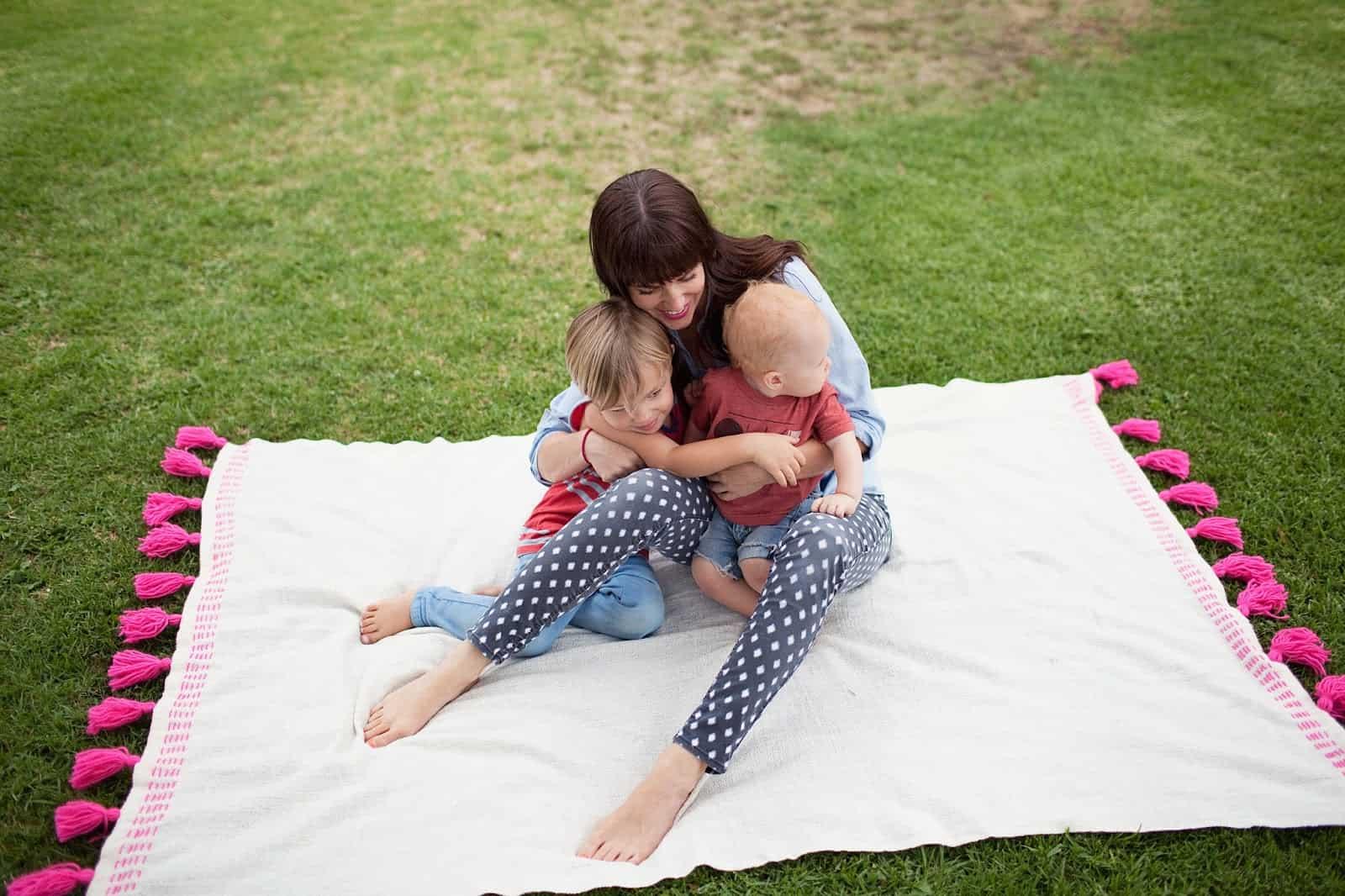 Tassel picnic blanket