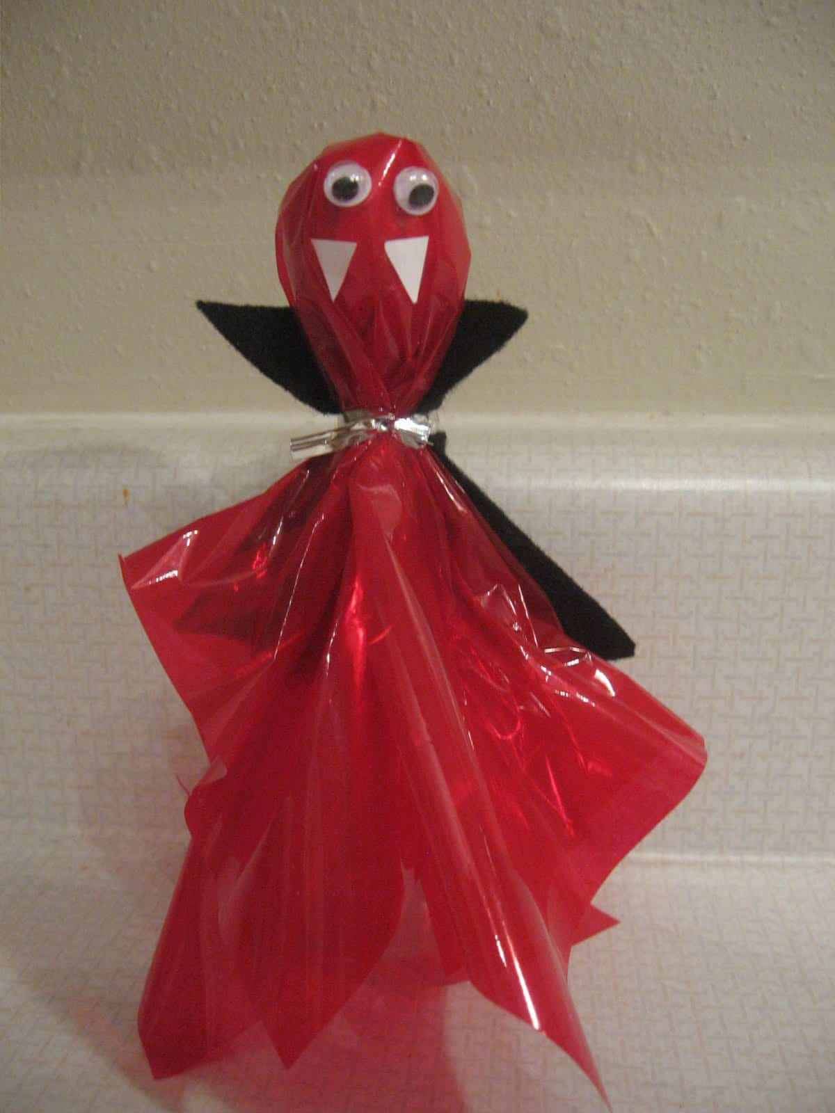 15 Kid Friendly Vampire Diy Projects For A Fun Filled Halloween
