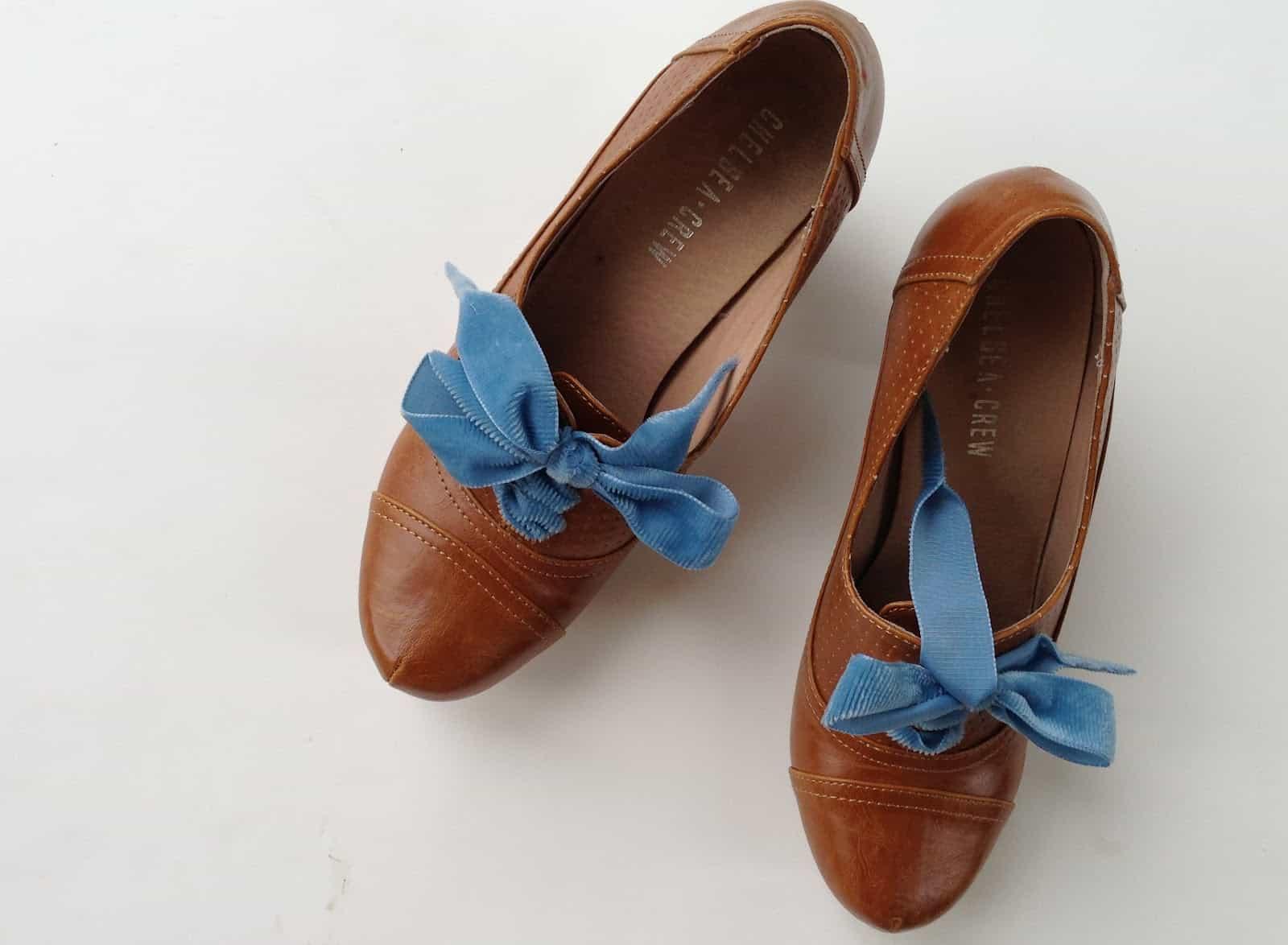 Velour ribbon shoelaces