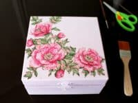 Floral decoupage jewelry box 200x150 Dried Flower Decoupage