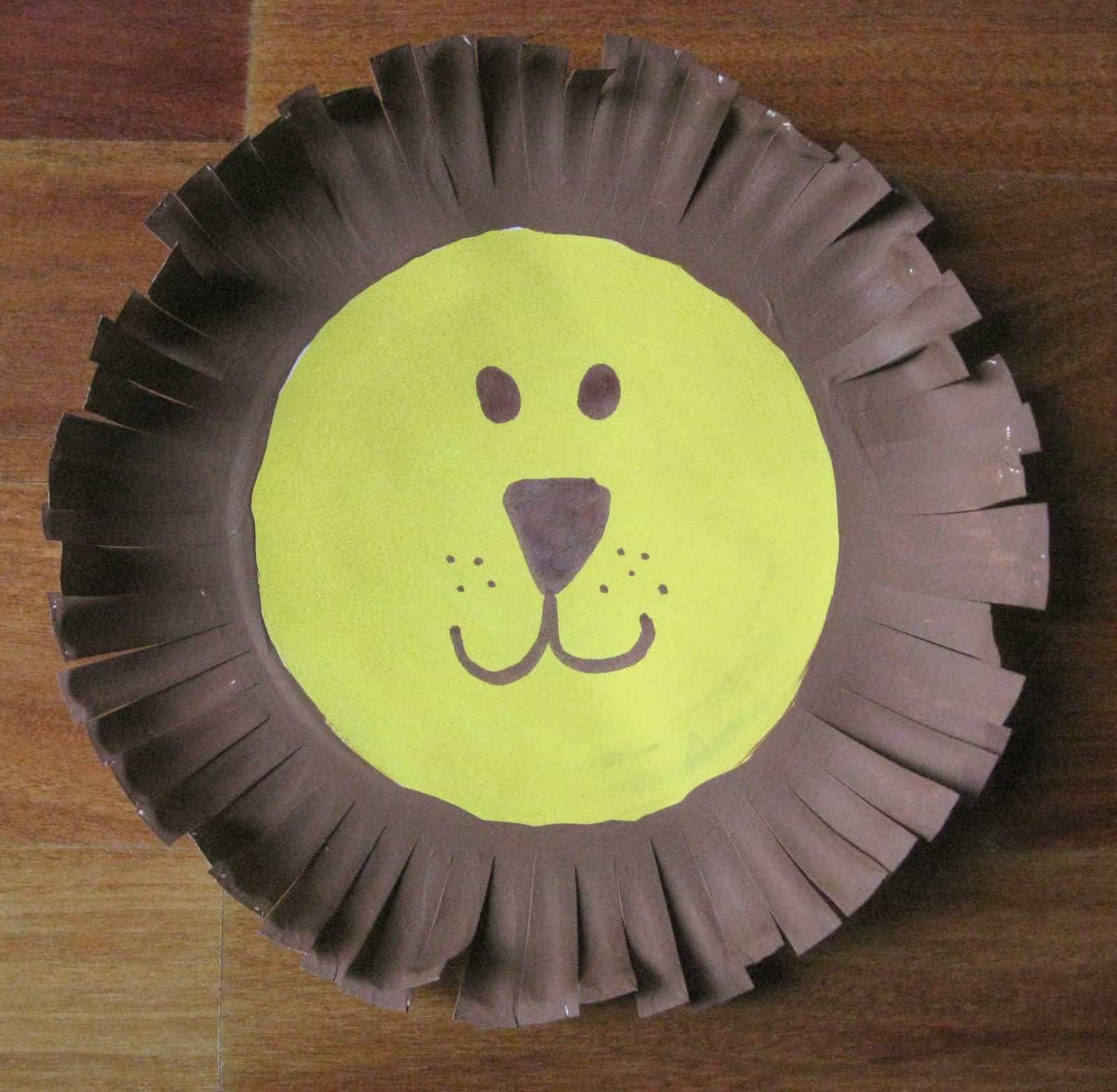 Fringe cut paper plate lion