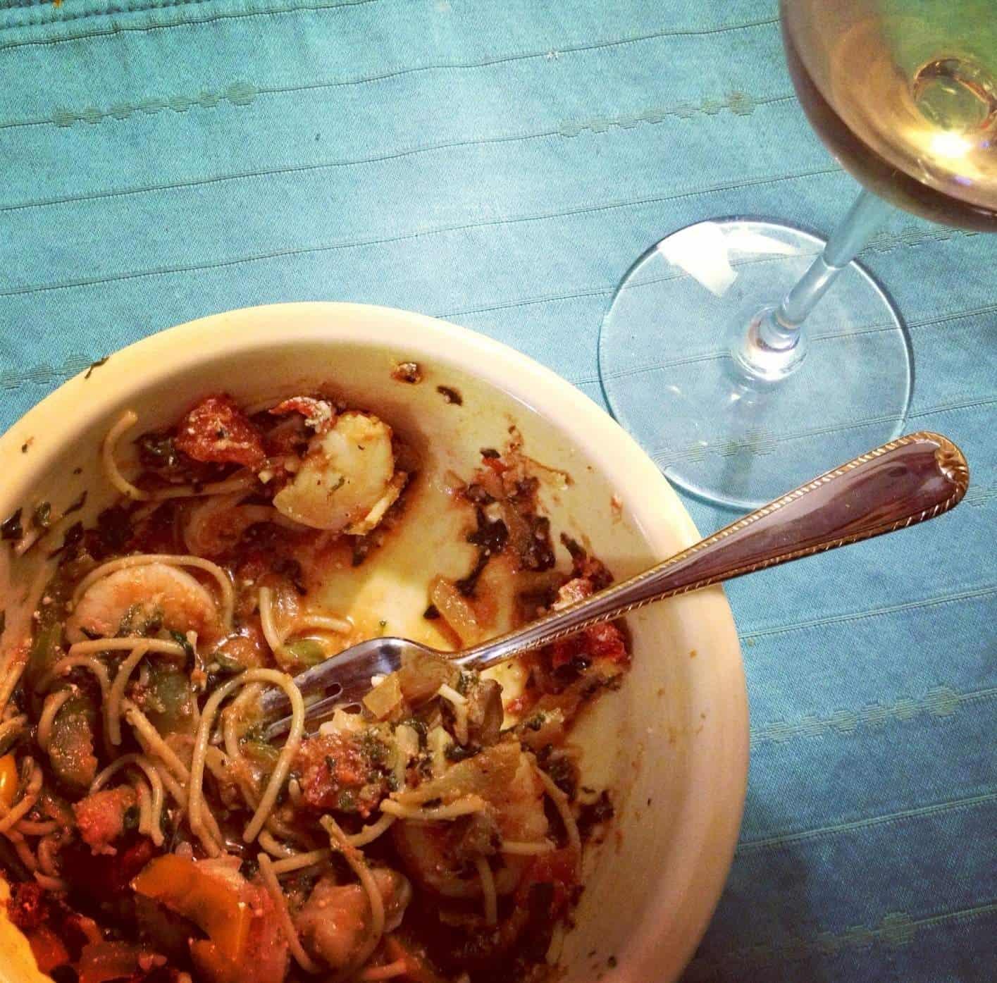 Healthy tomato 'cream' sauce pasta with roasted shrimp