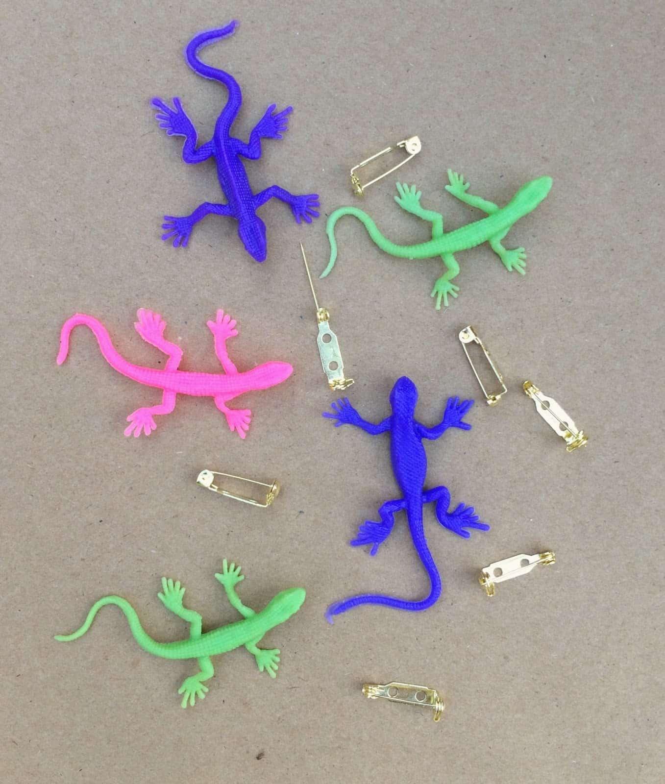Lizard clothing pins