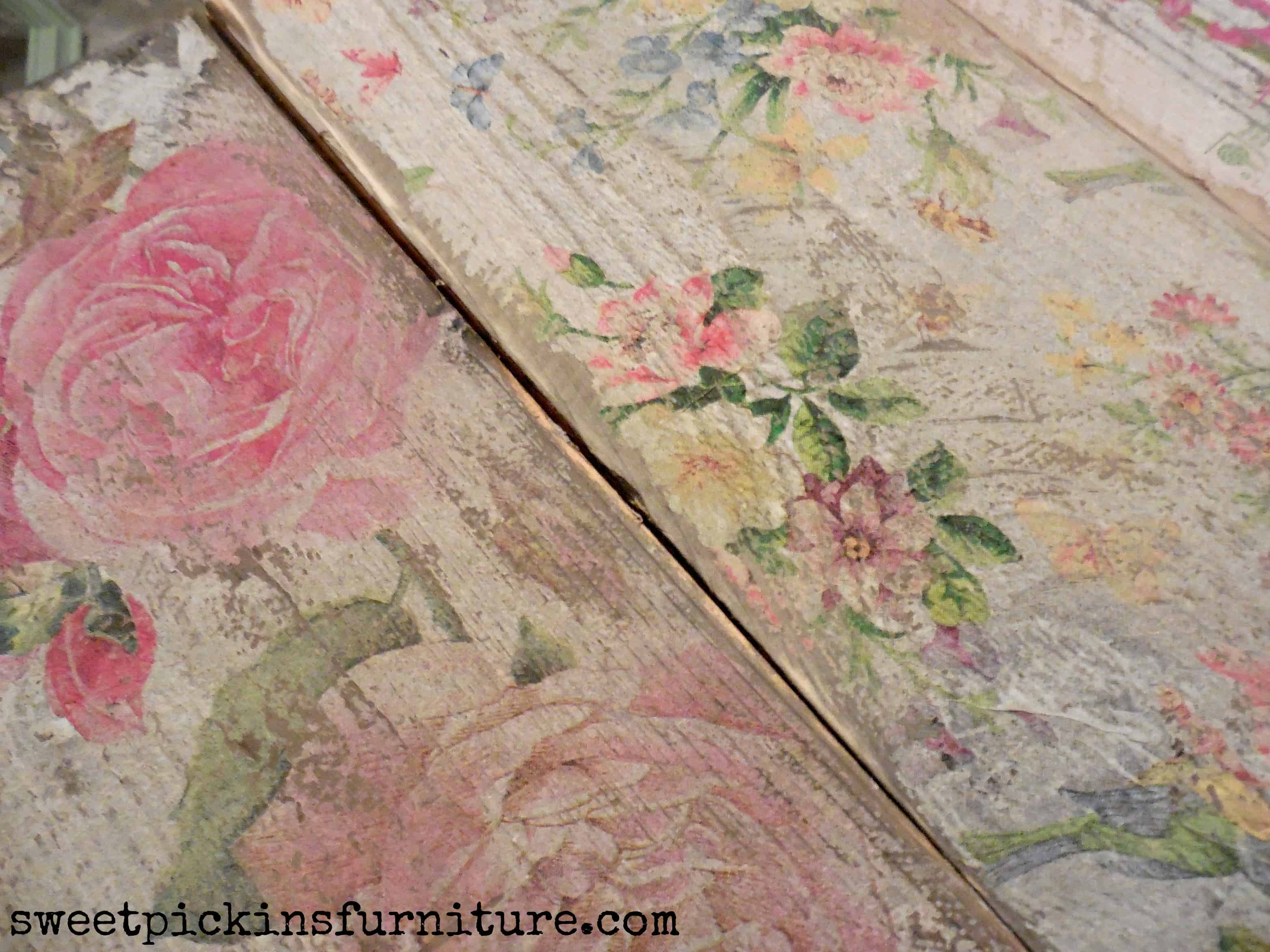 Napkin flowers furntiure decoupage