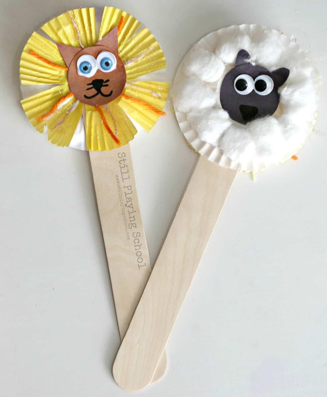 Popsicle stick lion puppet