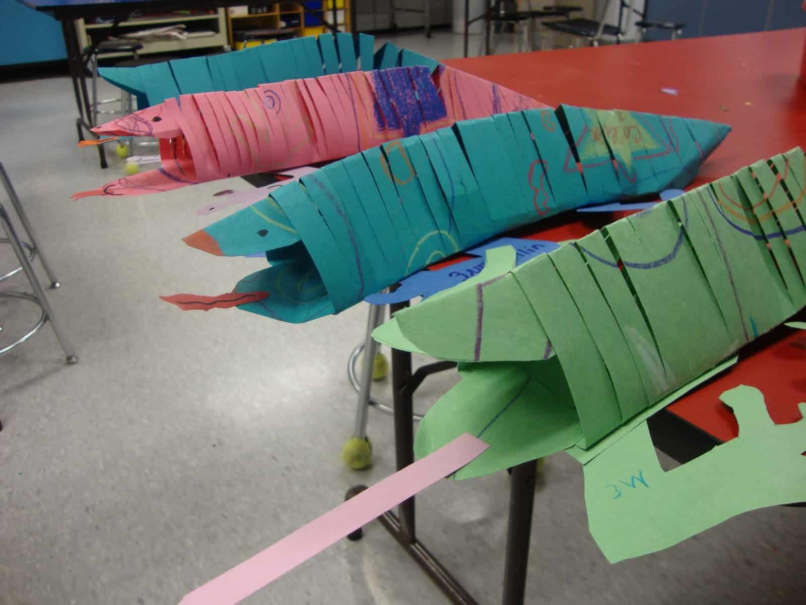 Slinky paper lizards