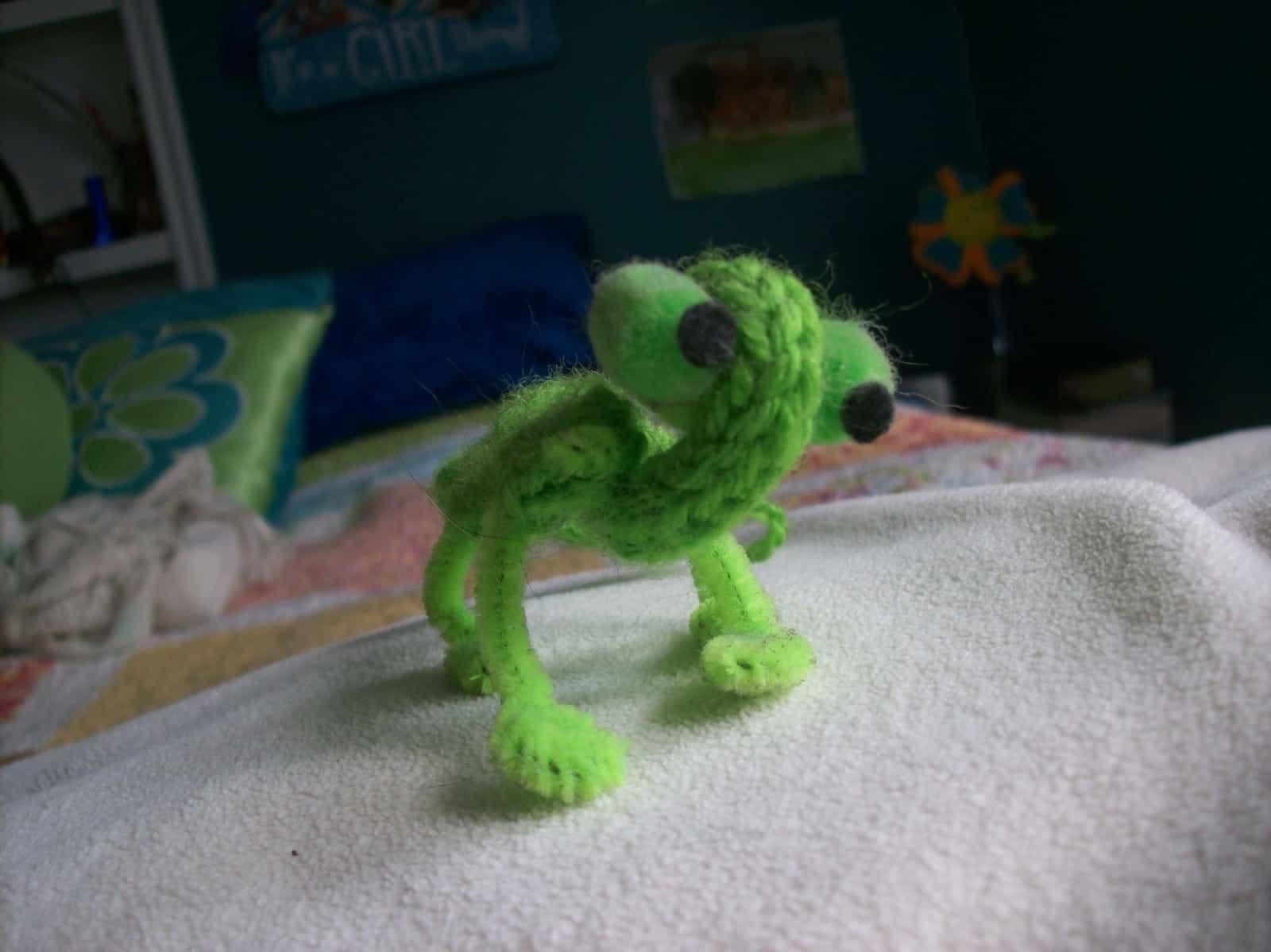 Spool knit lizard