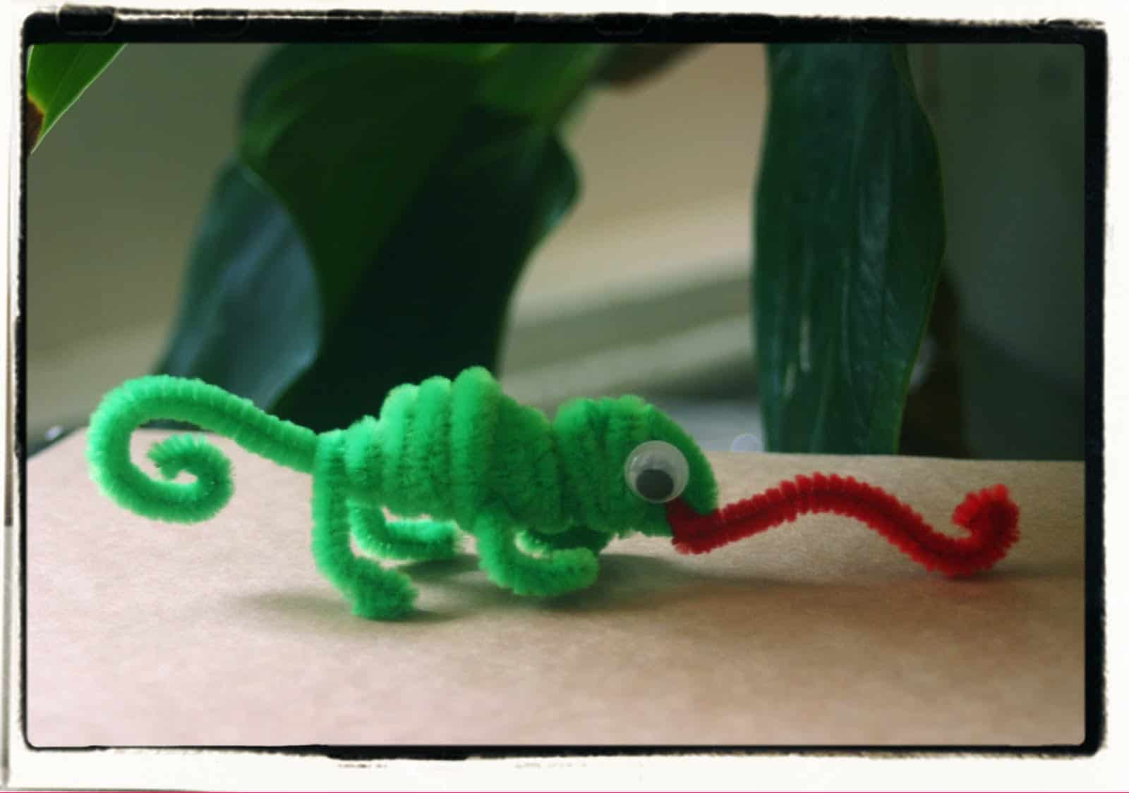 Twisted pipe cleaner lizards