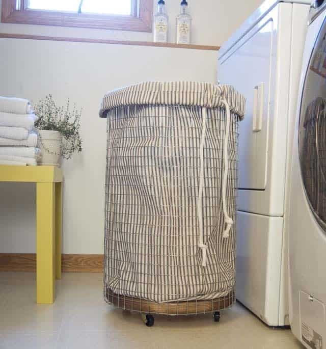 Wire laundry basket