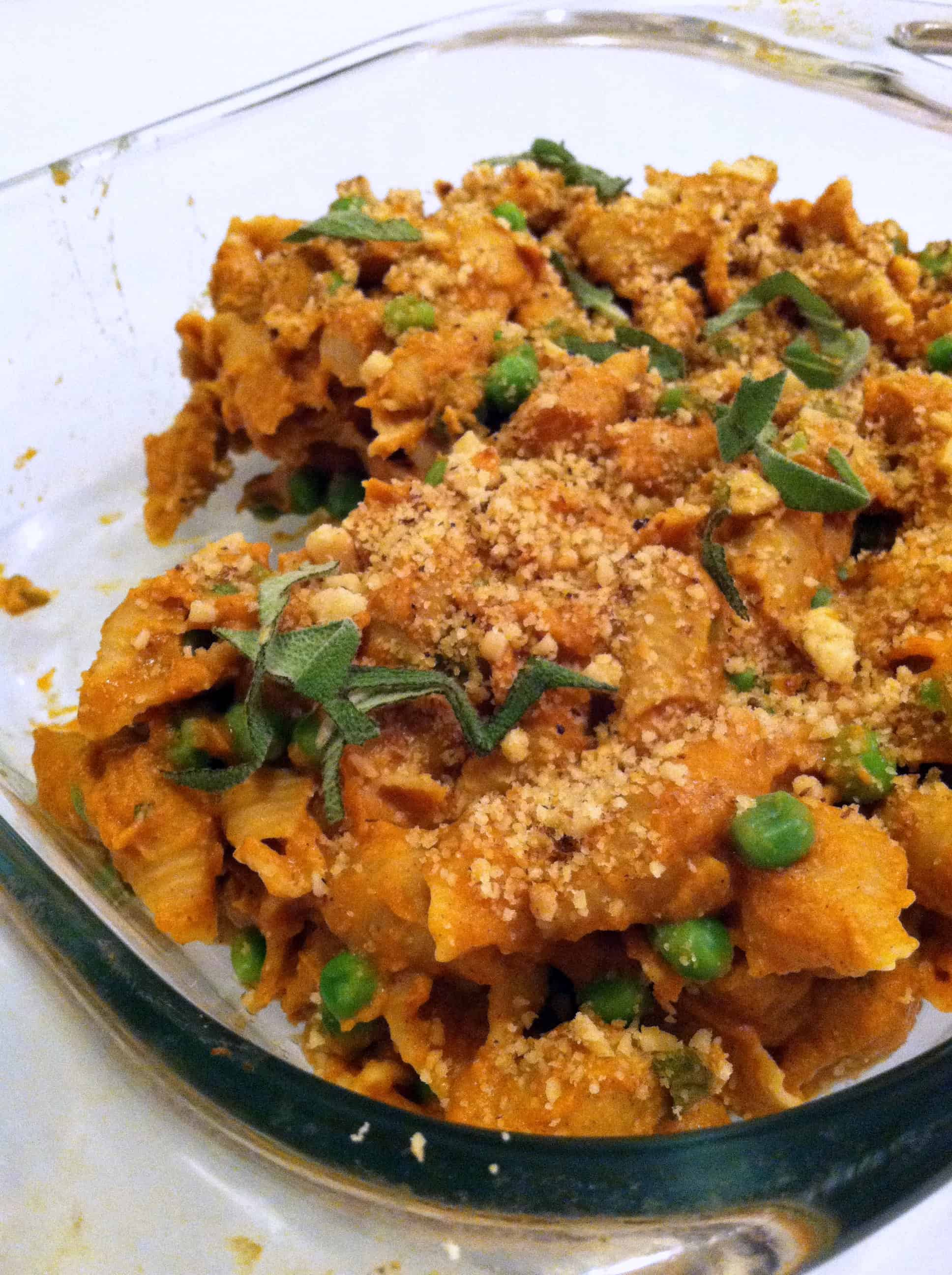Creamy pumpkin pasta with peas and walnuts