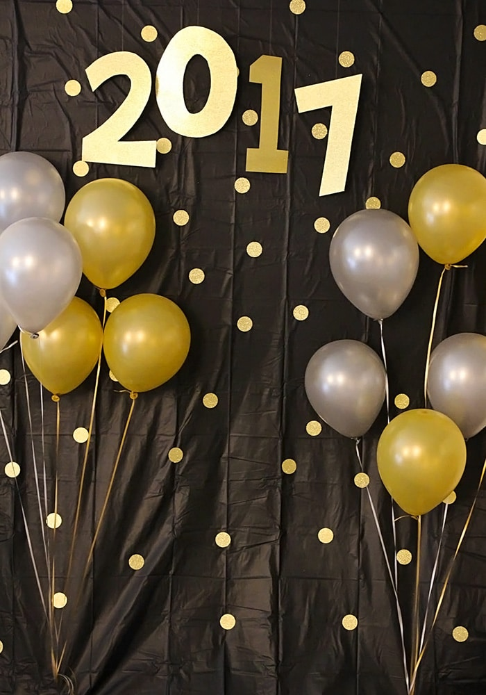 13 Diy Photo Backdrops For Memorable New Years Eve Photos