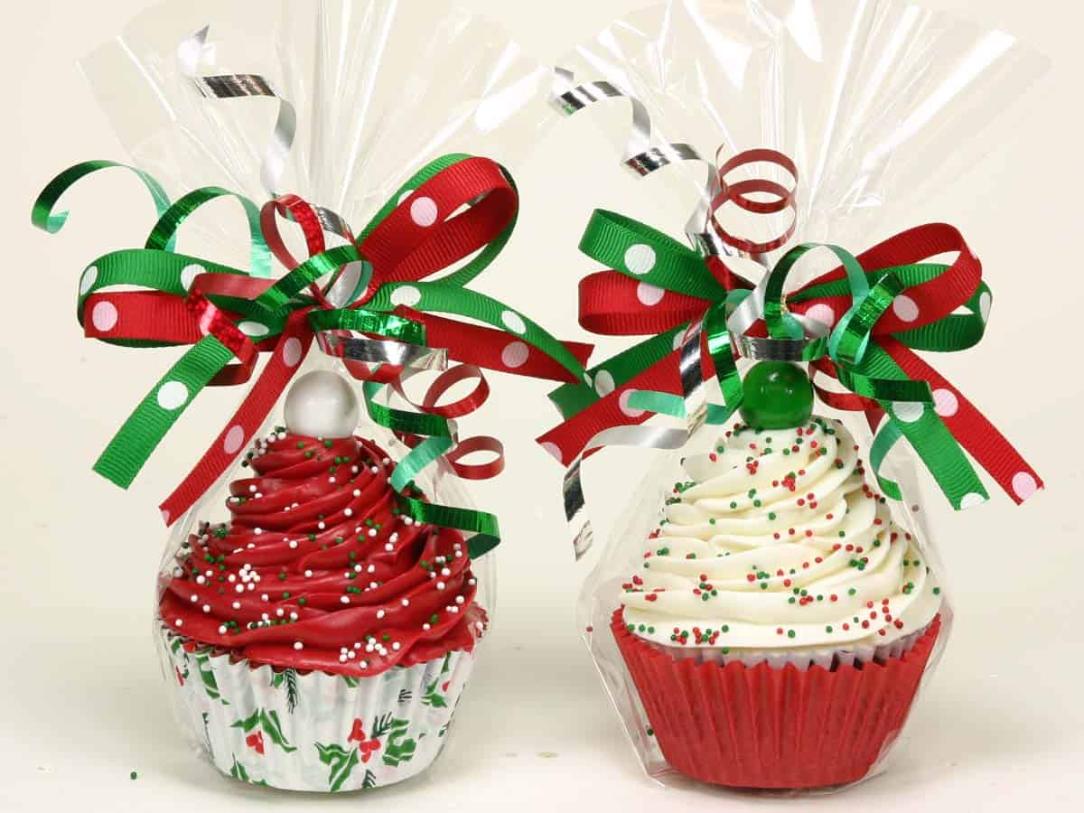 Fancy Christmas bow cupcakes
