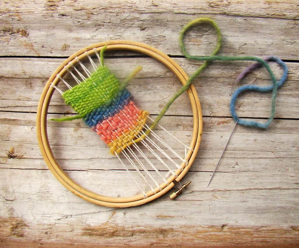 Embroidery hoop loom weaving