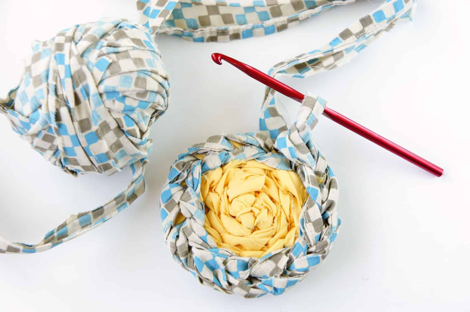 Fabric strip crocheted rug