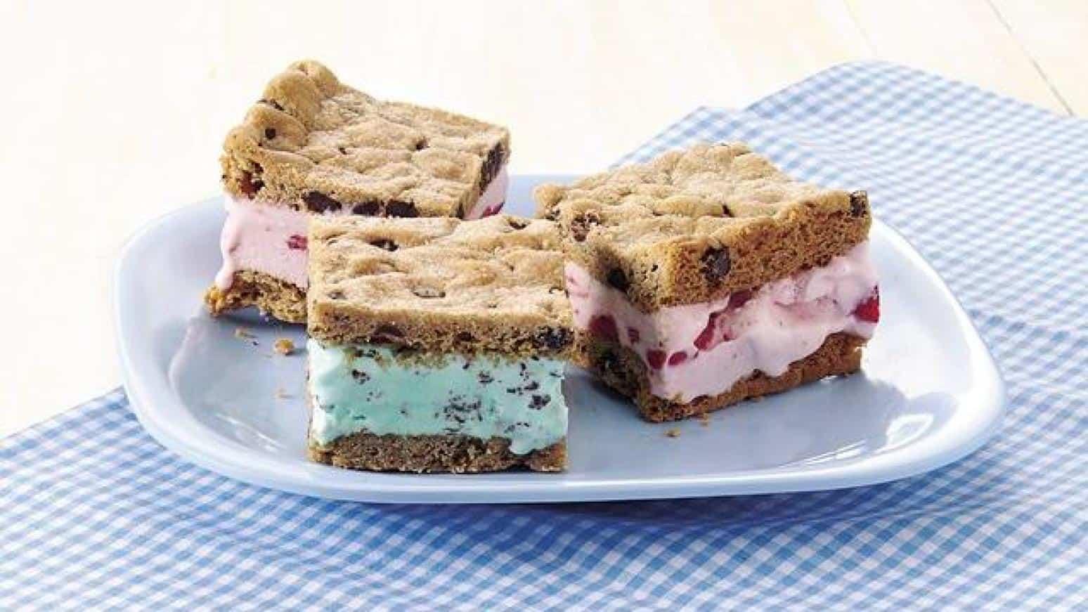 Flavoured ice cream sandwich bars