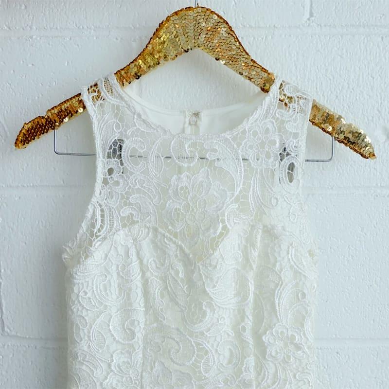 Diy clothes hangers a unique and creative closet makeover gold sequin hanger solutioingenieria Images