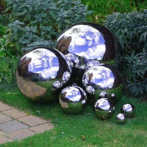 Mirrored gazing garden balls