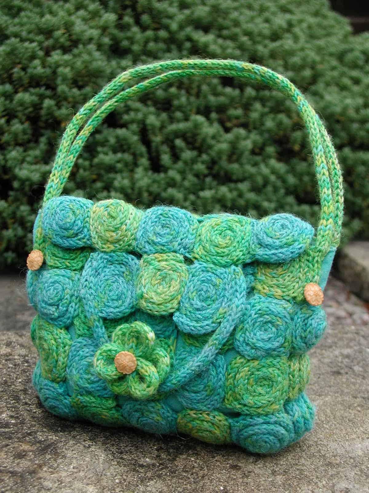 Spiralled corked purse