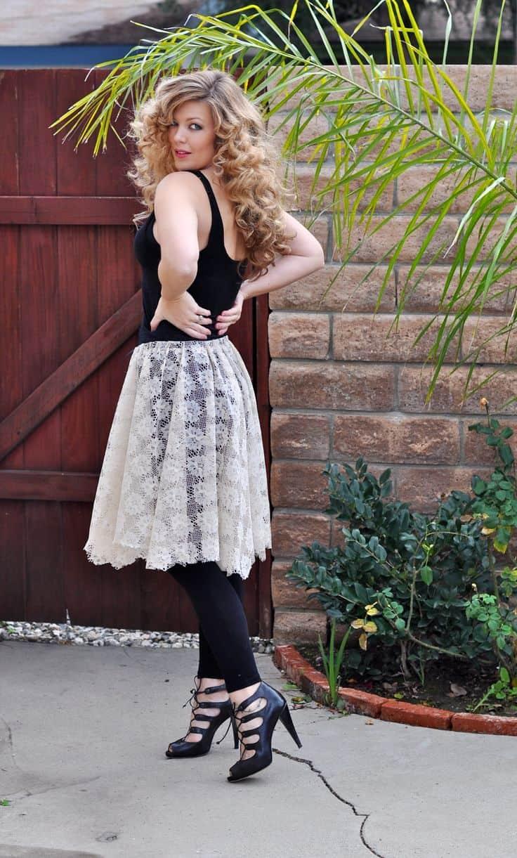 Elastic waist lace skirt