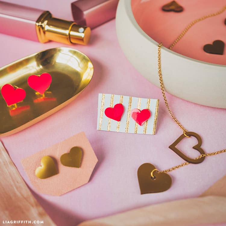 Sweet and simple shrink film heart earrings