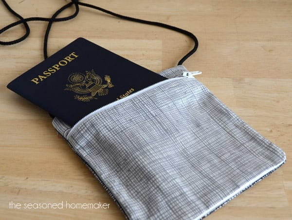 Zipper passport holder