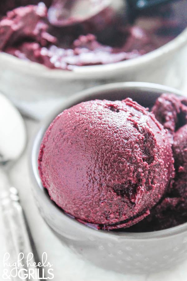 Blueberry frozen yoghurt
