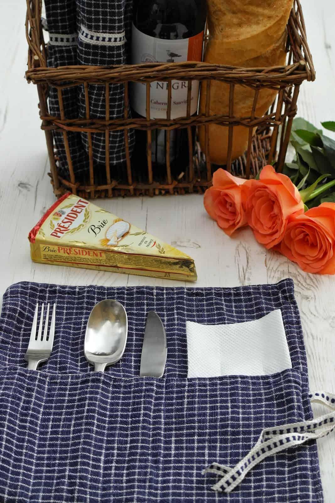 Plaid cutlery holder