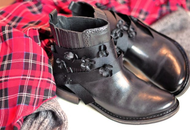 Black flower ribbon boots