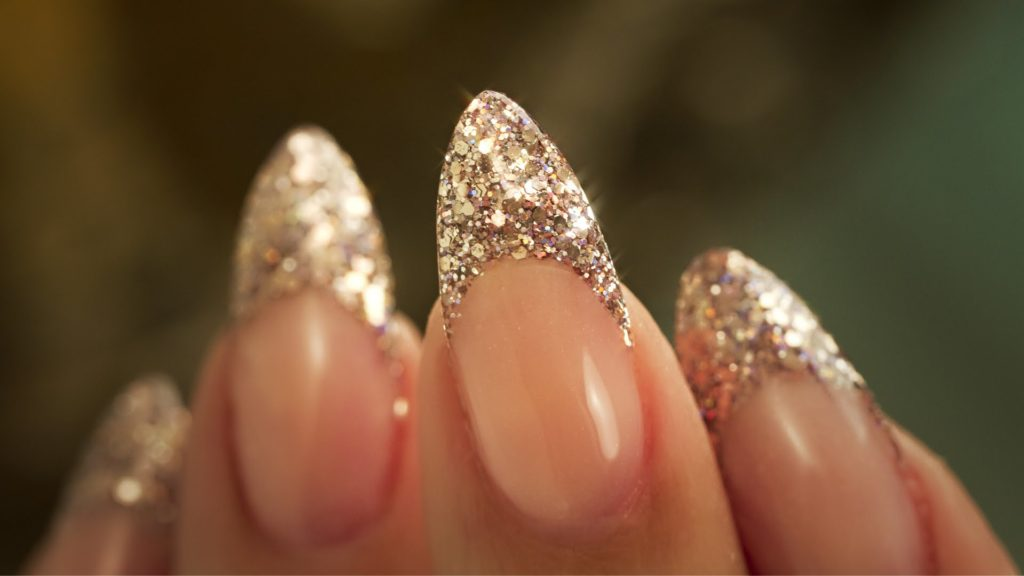 Modern and trendy manicure diy almond nails 2 glitter almond nails solutioingenieria Images