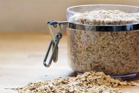 Oatmeal bath for itchy skin