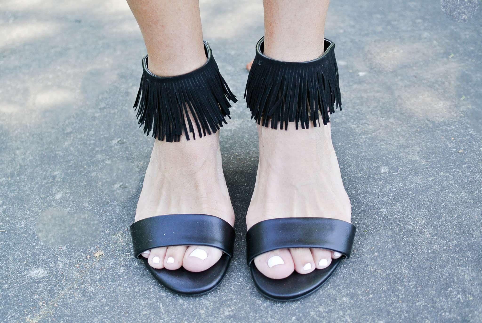 Ankle fringe sandals