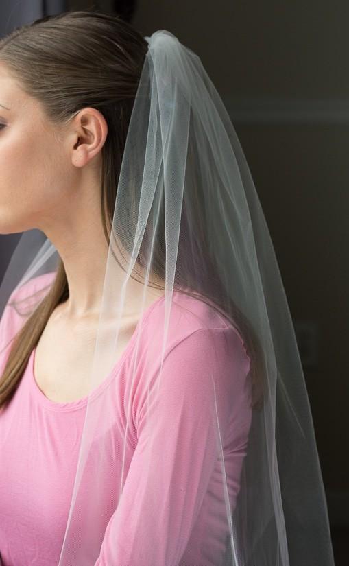 Simplistic tulle wedding veil