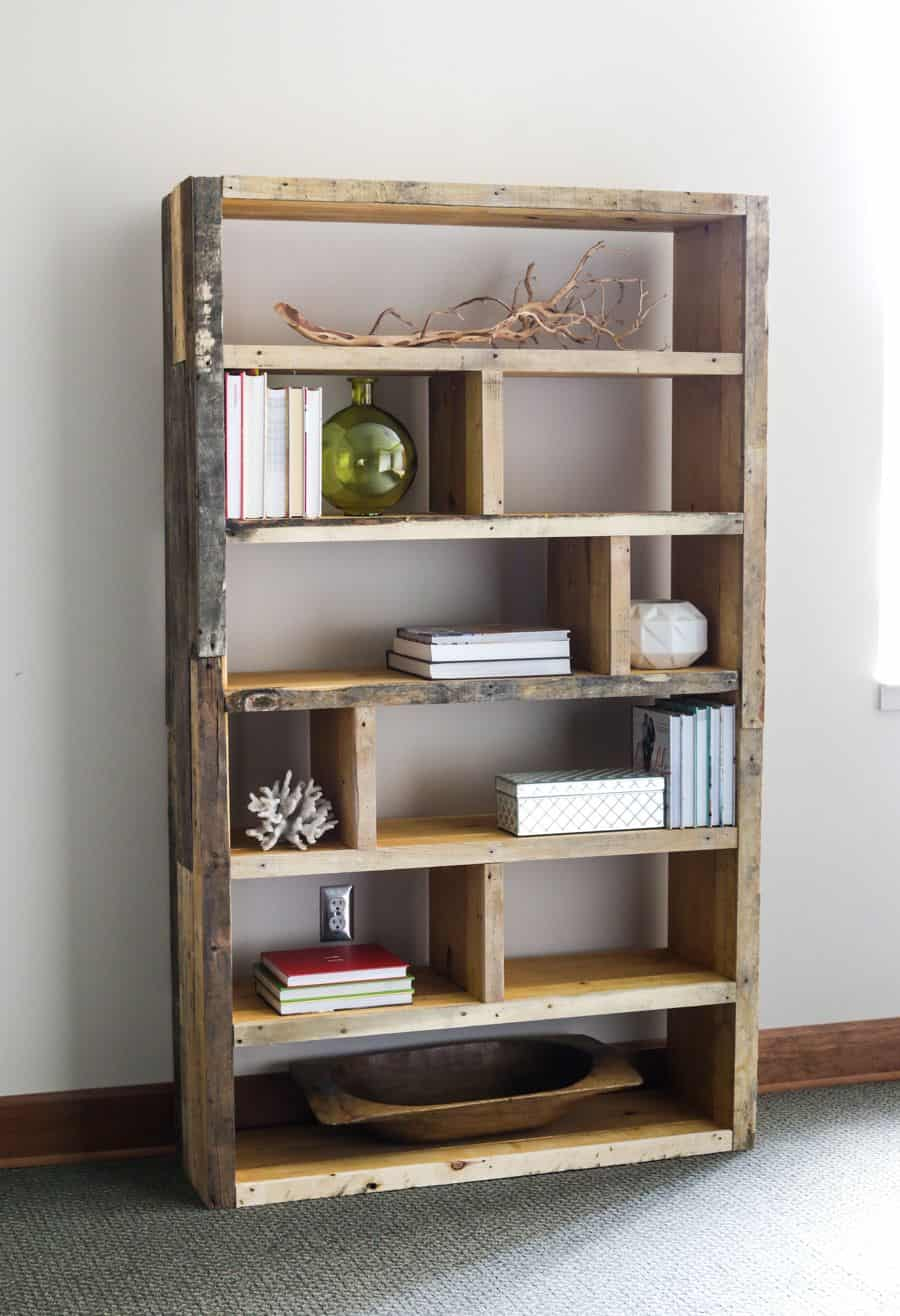 Rustic pallet wood bookshelf