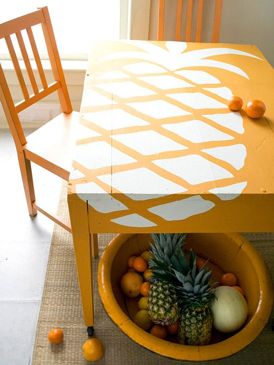 White pineapple silhouette table