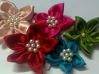 Cute satin and pearl flower 200x150 Pretty and Timeless DIY Pearl Crafts